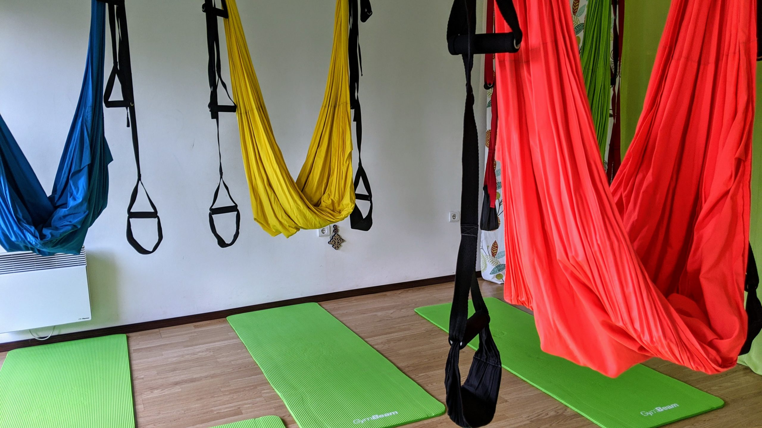 aerial yoga tuecher bild