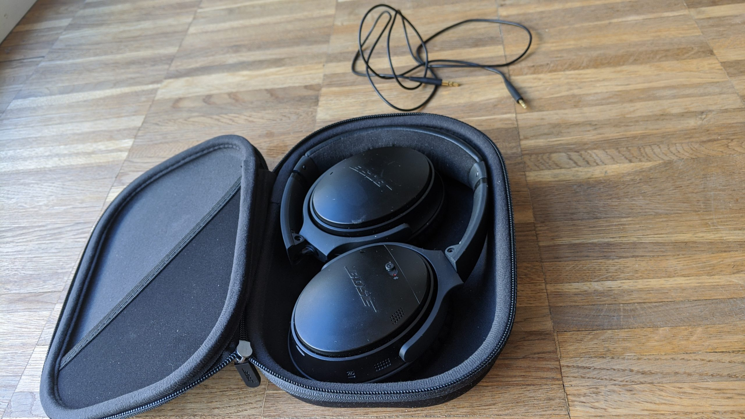 Bose QC35 II Noise-Cancelling Kopfhörer Reiseeutui
