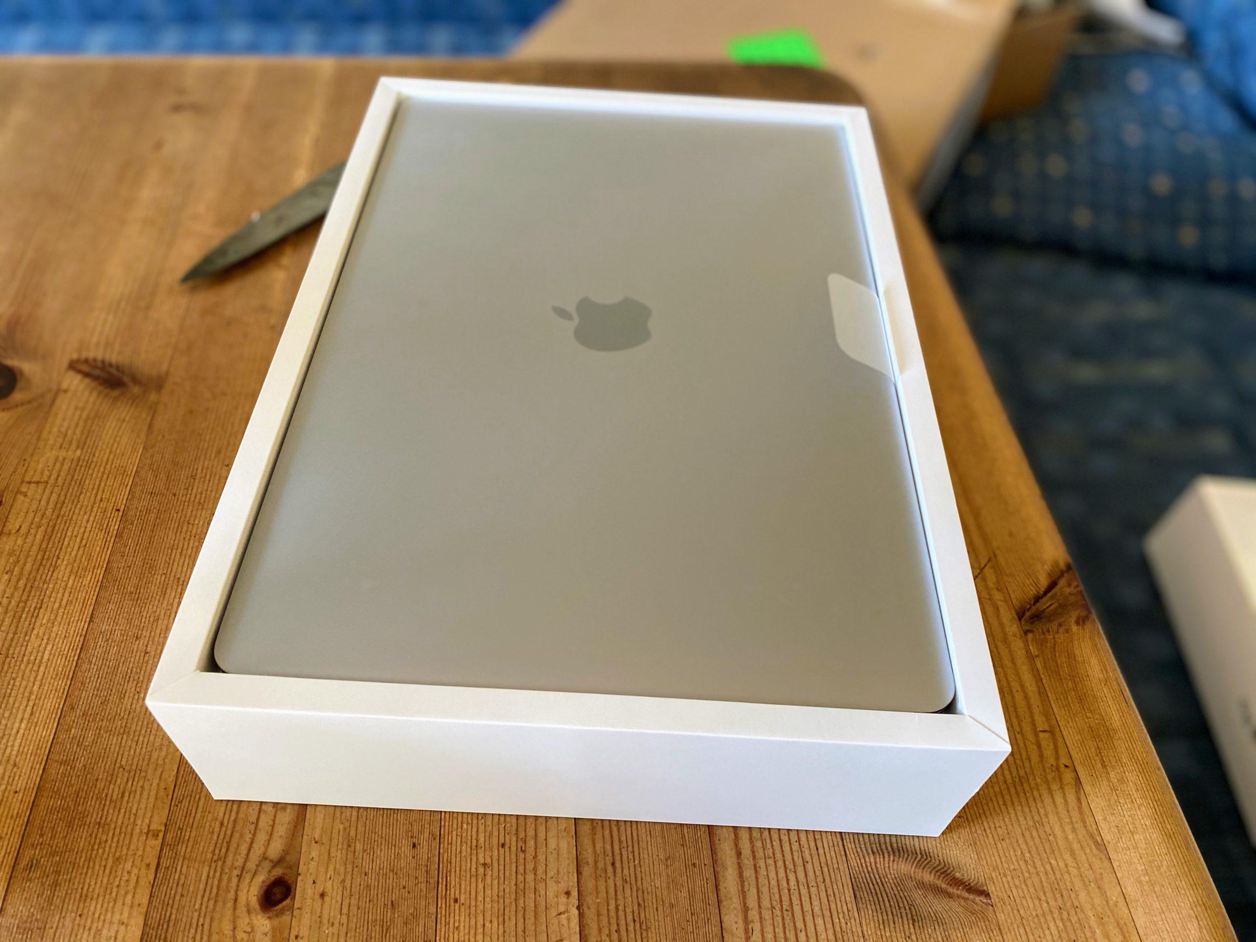 13 Zoll MacBook pro Unboxing