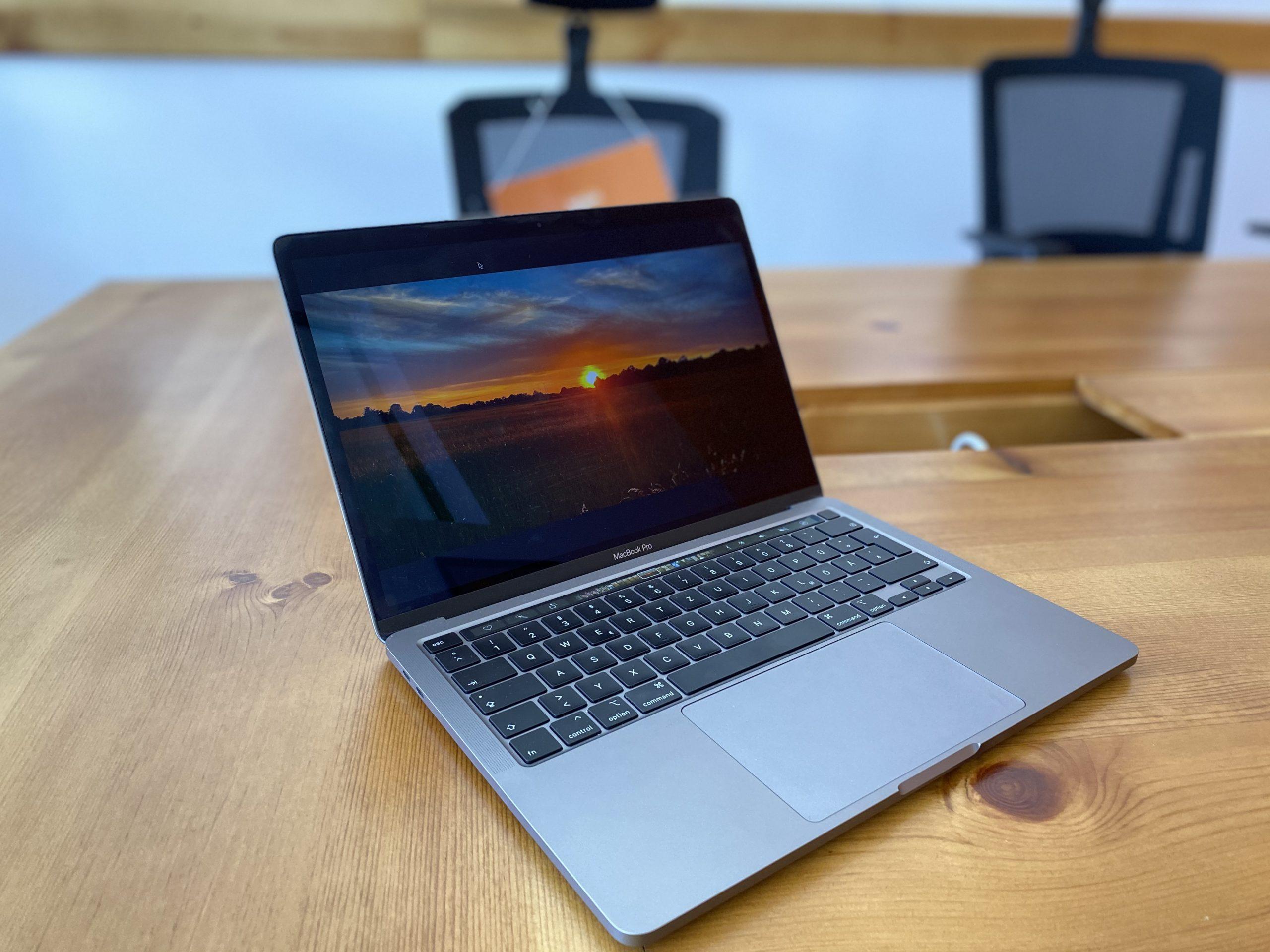macbook 2020 bildschirm